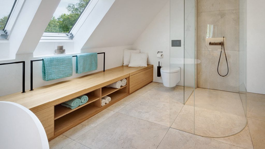 Hygiene im Bad mit einer Glasduschabtrennung.